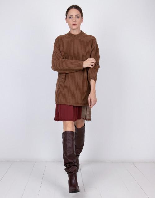 Maglione in lana a coste marrone