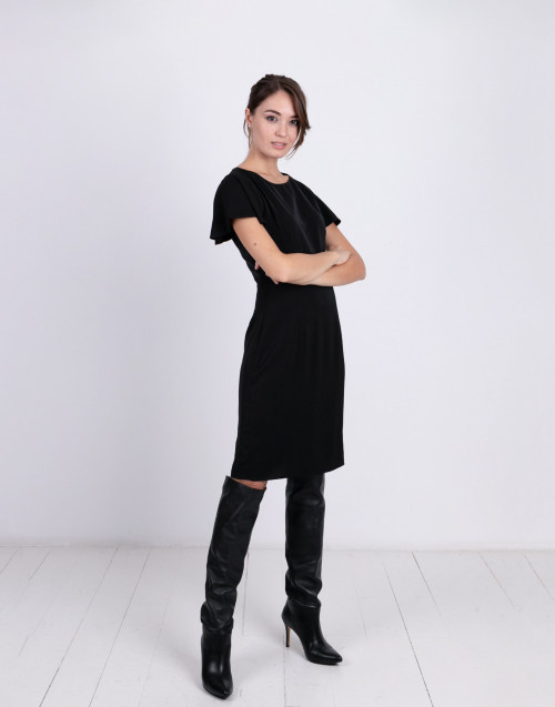 Short-sleeves black shift dress