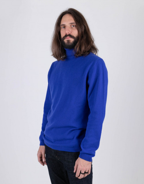Blu turtleneck