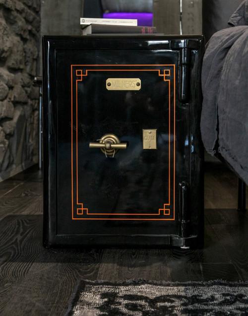 Cassaforte vintage nera restaurata  Milners'safe