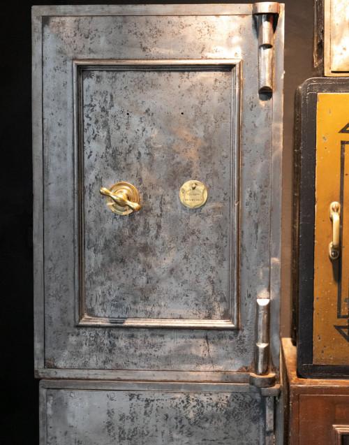 Cassaforte vintage in ferro